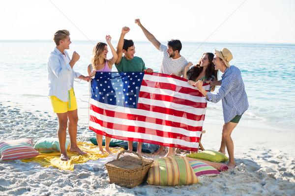 друзей американский флаг берега пляж женщину Сток-фото © wavebreak_media