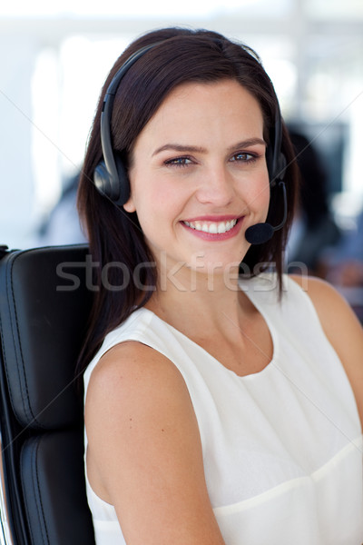 Retrato sorridente empresária call center trabalhando escritório Foto stock © wavebreak_media