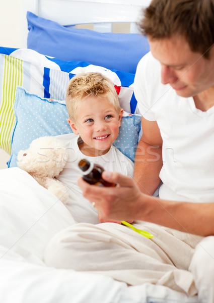 Knap vader hoesten siroop ziek zoon Stockfoto © wavebreak_media