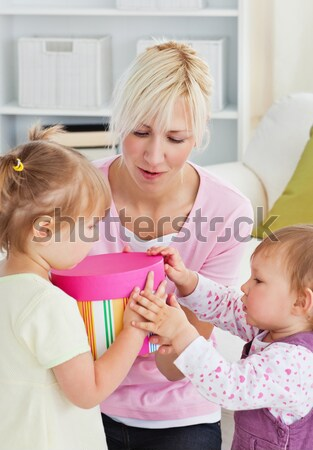 внимательный матери целоваться девочку домой женщину Сток-фото © wavebreak_media