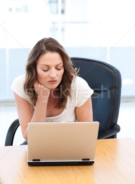 Figyelmes üzletasszony dolgozik laptop asztal iroda Stock fotó © wavebreak_media