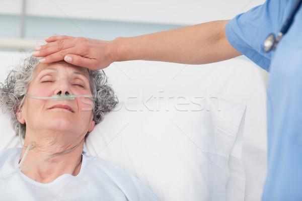 Hemşire el alın hasta hastane kadın Stok fotoğraf © wavebreak_media