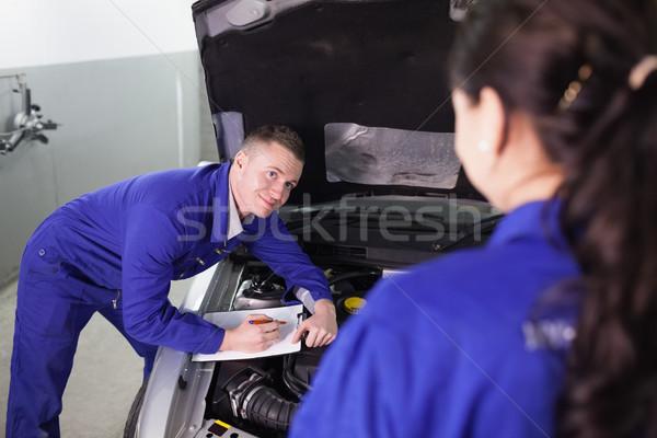 Mecánico coche mirando colega garaje Foto stock © wavebreak_media