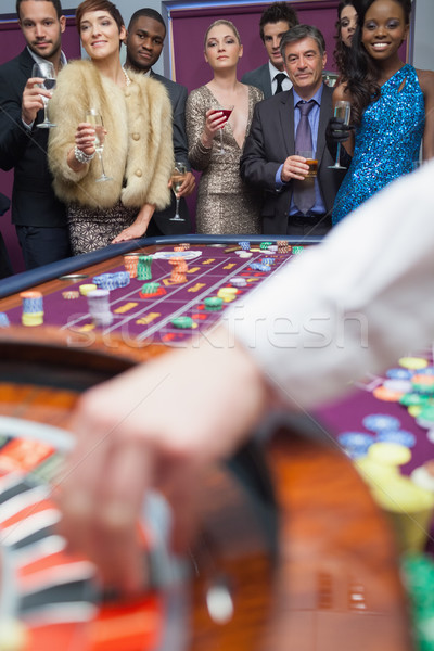 Personas mirando rueda de la ruleta gafas dinero Foto stock © wavebreak_media
