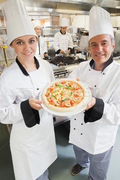 Stok fotoğraf: şefler · vejetaryen · pizza · mutfak · mutlu