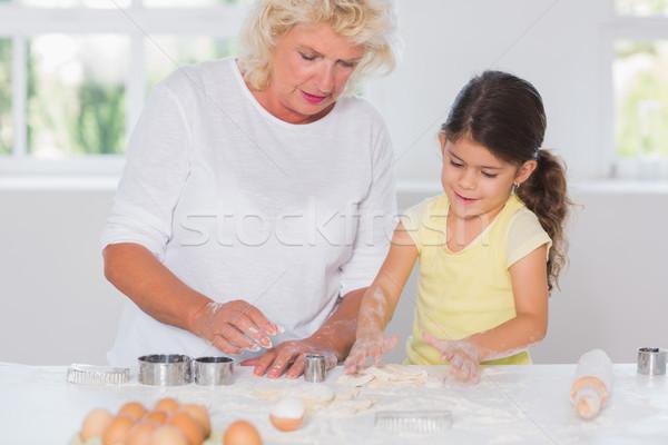 Kleindochter grootmoeder cookies samen huis meisje Stockfoto © wavebreak_media