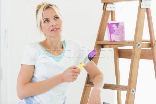 Piękna kobieta pędzlem piękna młoda kobieta Zdjęcia stock © wavebreak_media