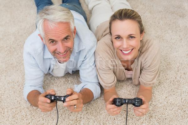 Mosolyog pár szőnyeg játszik videojátékok otthon Stock fotó © wavebreak_media