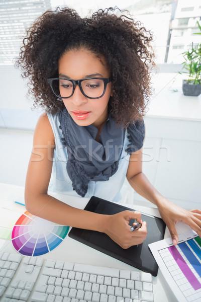 Stock fotó: Csinos · designer · dolgozik · asztal · iroda · számítógép