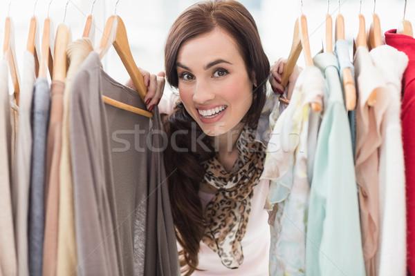 Stock fotó: Csinos · barna · hajú · mosolyog · kamera · ruházat · sín