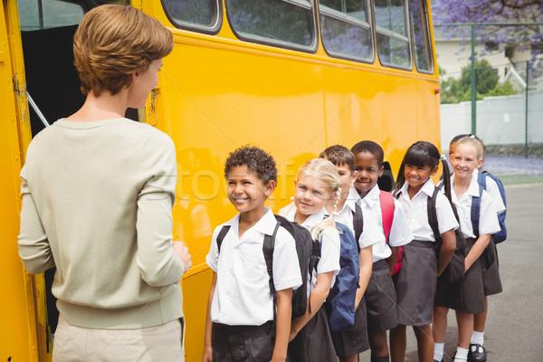 Cute attesa scuolabus fuori Foto d'archivio © wavebreak_media
