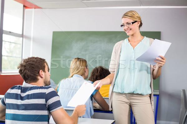 Leraar papier student klasse vrouwelijke gelukkig Stockfoto © wavebreak_media