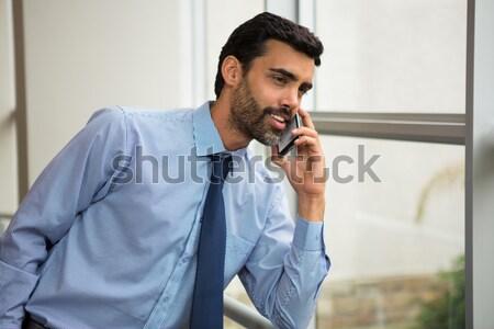 Fiatal technikus telefon dől torony nagy Stock fotó © wavebreak_media