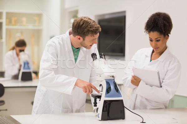 Médicaux élèves travail microscope Université homme Photo stock © wavebreak_media