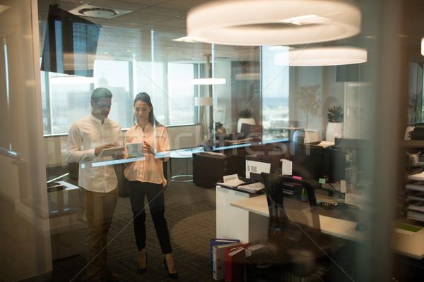 Negocios colegas digital tableta oficina Foto stock © wavebreak_media