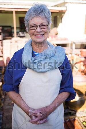 Portré idős nő ül lépcső tengerparti kunyhó Stock fotó © wavebreak_media