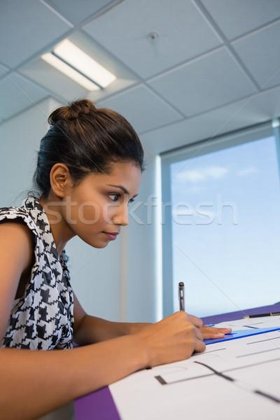 Homme architecte travail plan bureau affaires Photo stock © wavebreak_media