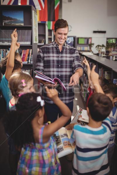 школьников рук учитель преподавания библиотека школы Сток-фото © wavebreak_media