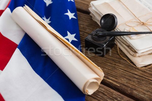 Amerikaanse vlag grondwet document houten tafel achtergrond vlag Stockfoto © wavebreak_media