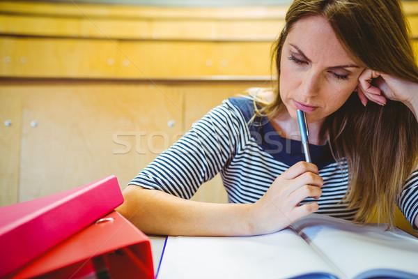 Maturo studente prendere appunti lezione sala Università Foto d'archivio © wavebreak_media