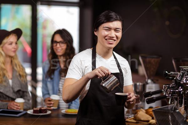 Sorridente garçom copo café café Foto stock © wavebreak_media