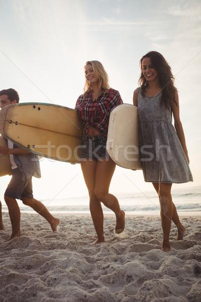 美しい 友達 徒歩 サーフボード ビーチ 幸せ ストックフォト © wavebreak_media