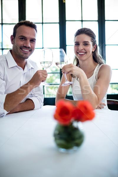 Portré pár pirít borospoharak étkezőasztal étterem Stock fotó © wavebreak_media