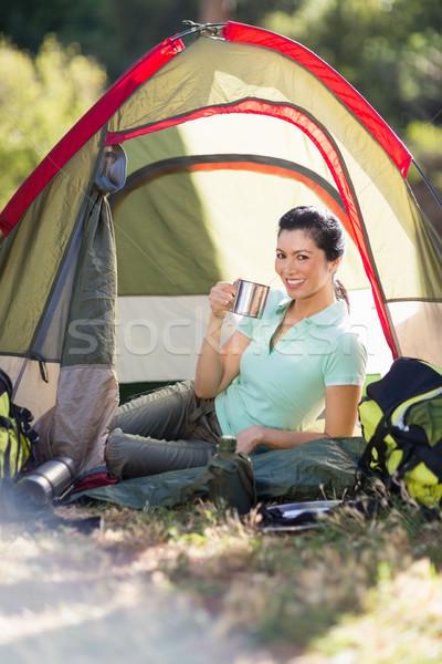 женщину сидят Кубок палатки дерево Сток-фото © wavebreak_media