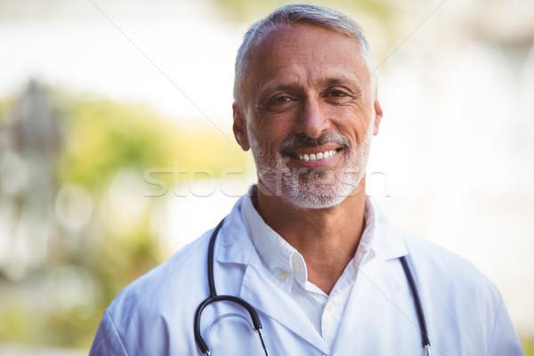 Ritratto sorridere medico di sesso maschile fuori uomo medico Foto d'archivio © wavebreak_media
