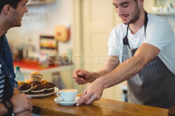 Barista koffie klant cafe mannelijke jonge Stockfoto © wavebreak_media