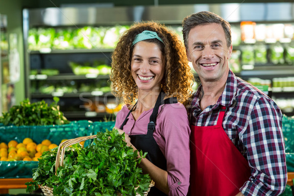 Sonriendo cesta vegetales orgánico Foto stock © wavebreak_media
