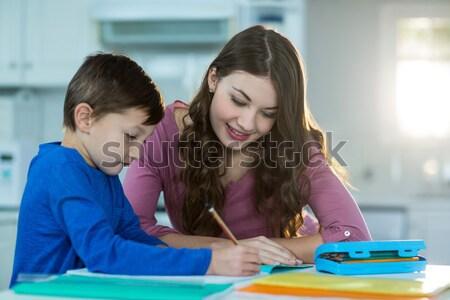 Matka pomoc syn praca domowa domu kobieta Zdjęcia stock © wavebreak_media