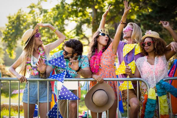 Groupe amis danse festival de musique parc Photo stock © wavebreak_media