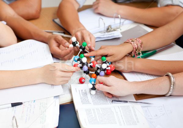 Jugendliche Studium Moleküle Bibliothek halten Stock foto © wavebreak_media