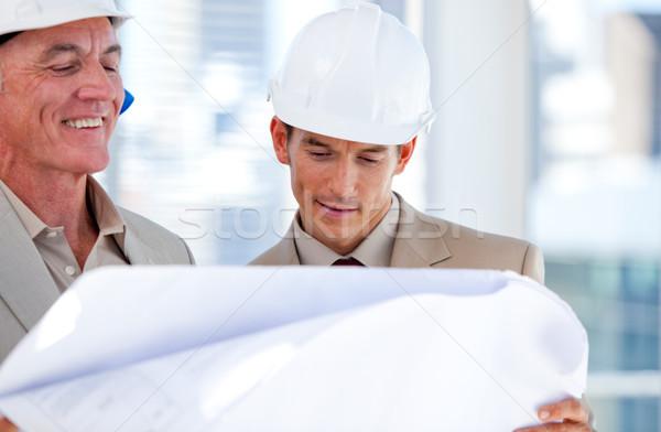 Partnerów patrząc budynku firmy budowy podpisania Zdjęcia stock © wavebreak_media