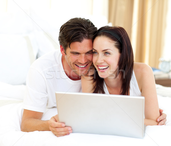 Afetuoso casal usando laptop família internet homem Foto stock © wavebreak_media