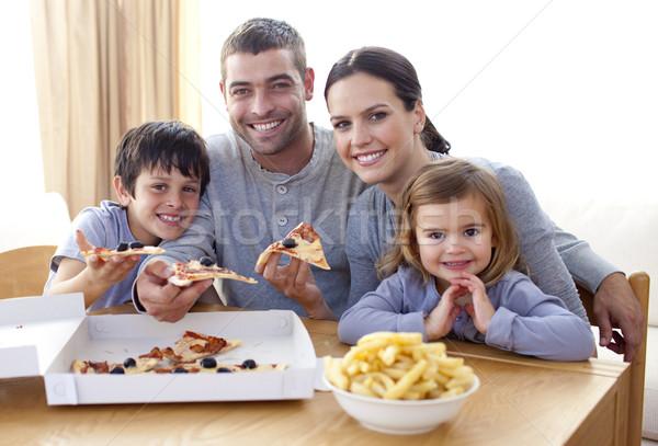 Parents enfants manger pizza frites maison Photo stock © wavebreak_media