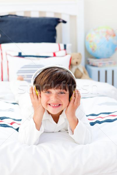Wesoły mały chłopca słuchania muzyki słuchawki Zdjęcia stock © wavebreak_media