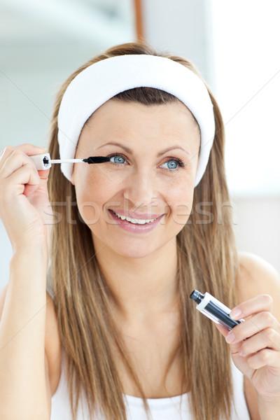 Mulher jovem rímel banheiro mão feliz Foto stock © wavebreak_media