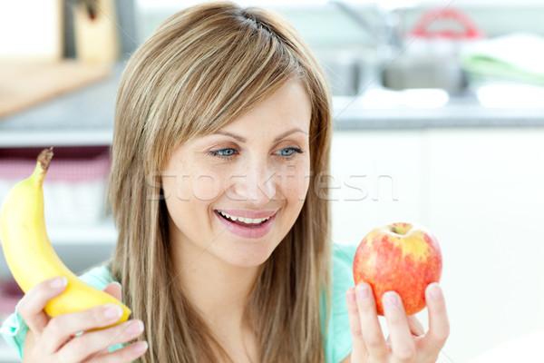 Foto stock: Alegre · mulher · jovem · banana · sessão · cozinha