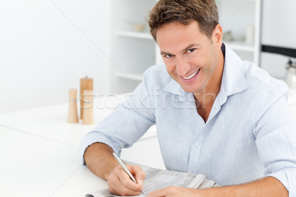 Mutlu adam bulmaca oturma tablo mutfak Stok fotoğraf © wavebreak_media