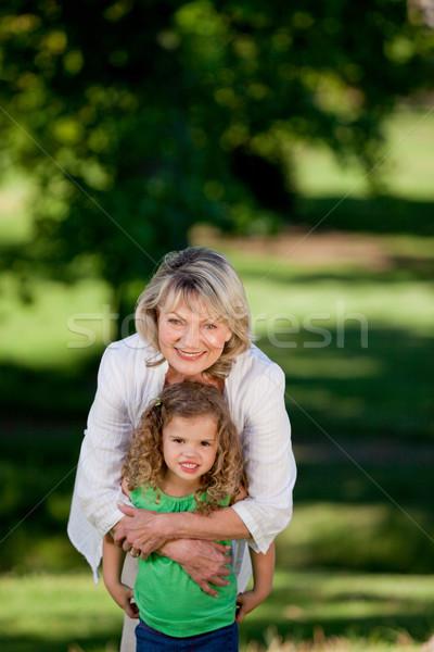 Abuela nieta mirando cámara mujer cielo Foto stock © wavebreak_media