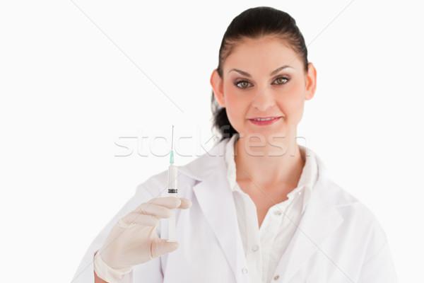 Médico jeringa mirando cámara blanco mujer Foto stock © wavebreak_media