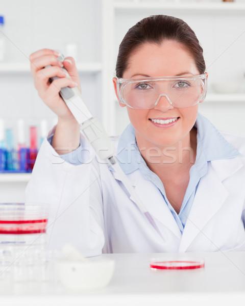 Retrato cientista amostra mulher médico Foto stock © wavebreak_media