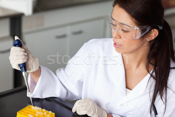 Brunette vrouw experiment werk medische Stockfoto © wavebreak_media