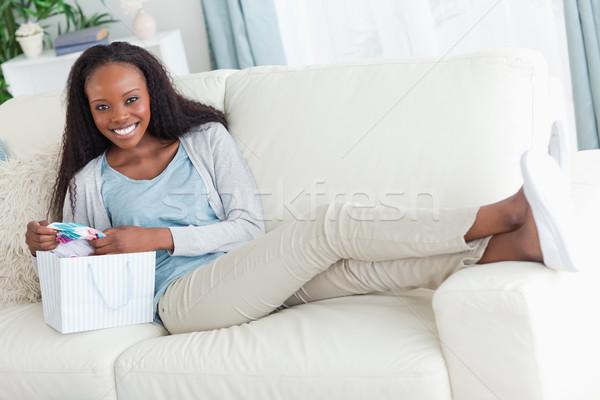 Gülümseyen kadın kanepe alışveriş gülümseme moda Stok fotoğraf © wavebreak_media
