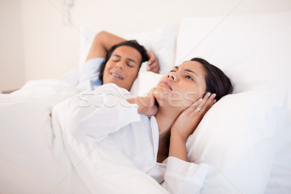Jeune femme dormir copain couple nuit Photo stock © wavebreak_media