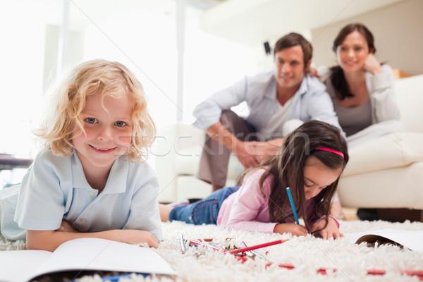 Testvérek rajz szülők nappali család mosoly Stock fotó © wavebreak_media