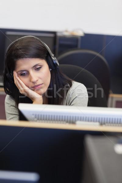 Moe vrouw computer kamer college internet werk Stockfoto © wavebreak_media
