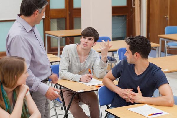 Öğrenciler oturma konuşma öğretmen sınıf eğitim Stok fotoğraf © wavebreak_media